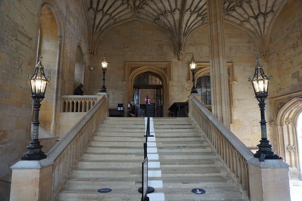 La scalinata d'accesso alla Great Hall del Church College a Oxford.