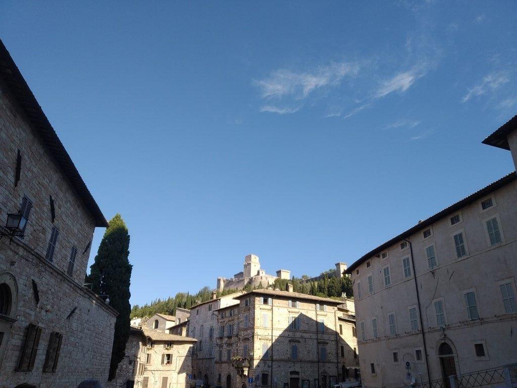 Vista della Rocca Grande dalla Cattedrale di San Rufino ad Assisi.